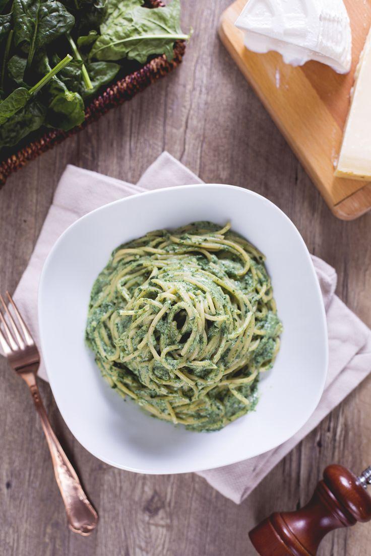 Da un abbinamento tra i più classici, #ricotta e spinaci, nasce questo delicato, cremoso e gustosissimo primo piatto: gli #spaghetti ricotta e spinaci! #Giallozafferano #recipe #ricetta #pasta