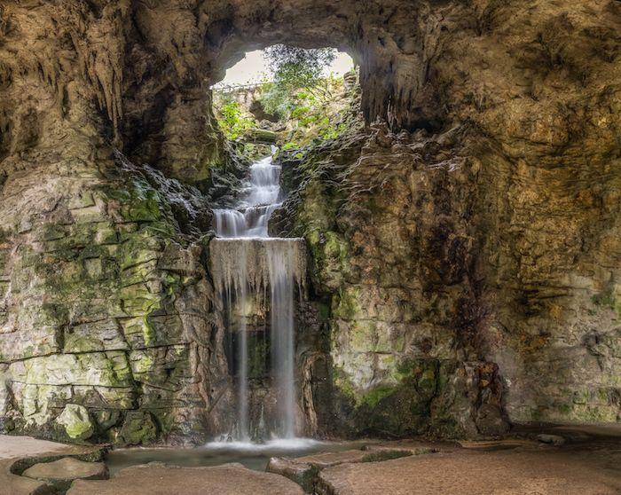 La grotte des Buttes-Chaumont