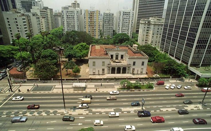 Vista da mansão Matarazzo na avenida Paulista em fevereiro de 1994