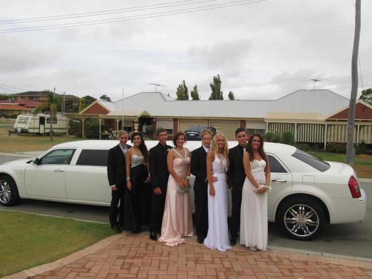The Chrysler 300C limousine is a popular limousine for 10 passengers