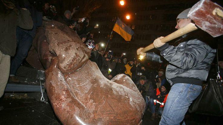 Protesters in Kiev topple a statue of Lenin