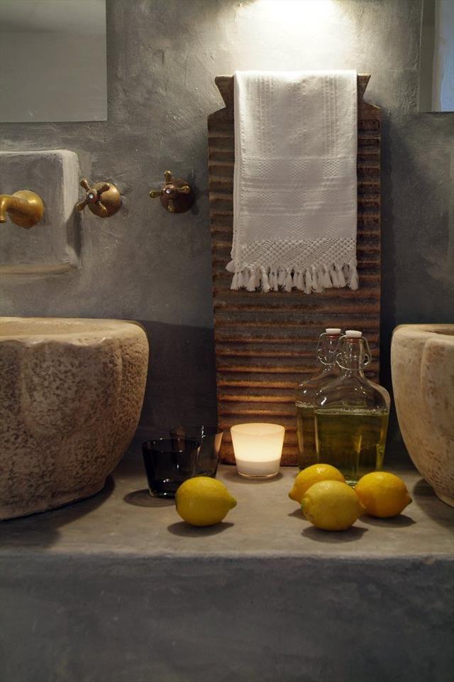 rustic Mediterranean-style bath