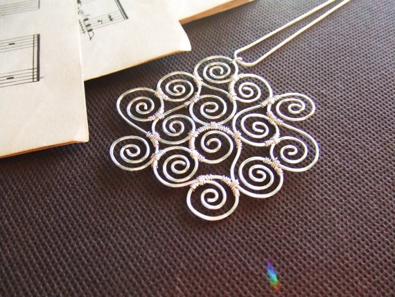 Hammered Pendant Silver Pendant Spiral by deannewatsonjewelry, $34.50: Pendants Silver, Pendants Swirls, Spirals Pendants, Swirls Pendants, Silver Pendants, Pendants Spirals, Hammered Pendants