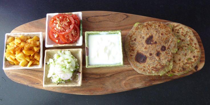 Mango Salat, Tomaten-Ingwer Salat, Gurken-Zwiebel Salat, Joghurt und Paratha mit Erbsen (alle Rezepte auf www.karai.de)
