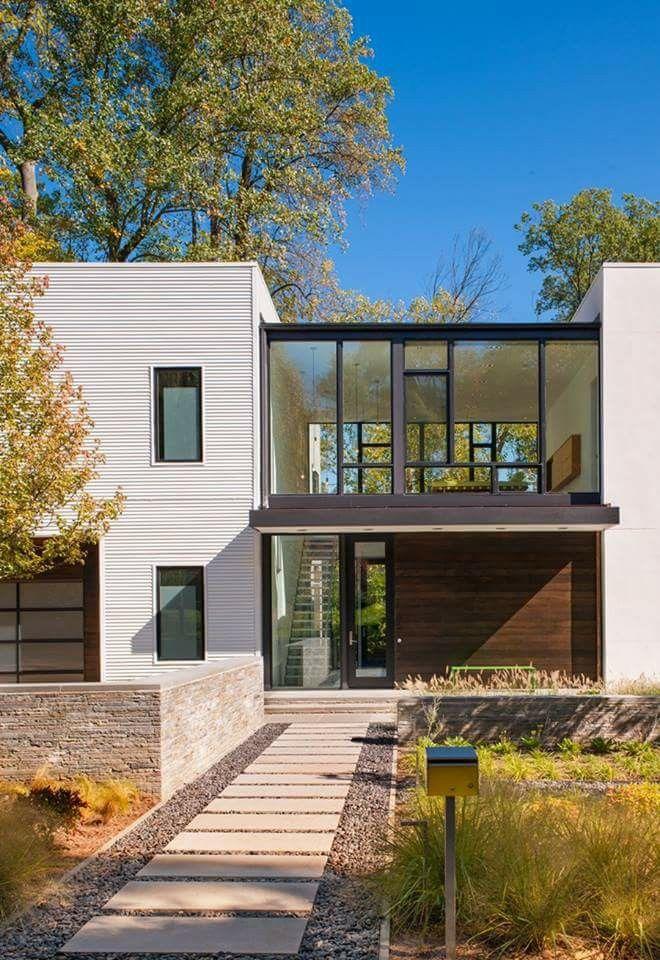 Robert M. Gurney Designs A Modular Light-Filled House Near Washington, D.