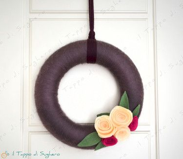 Wool Wreath with felt roses. Handmade creation by @il tappo di sughero