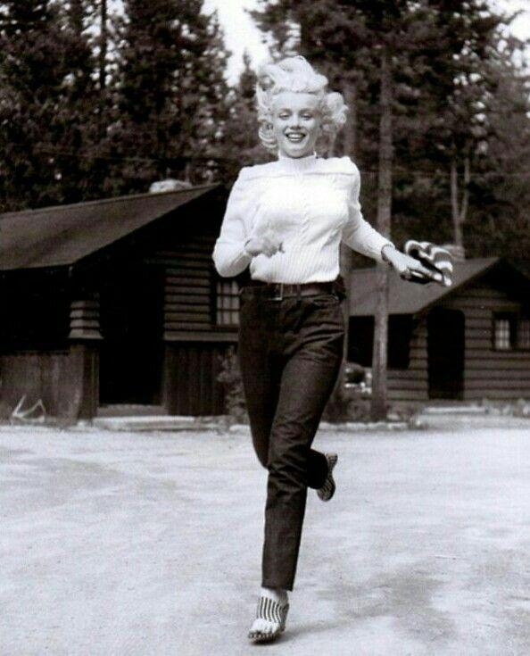 Running Marilyn Monroe