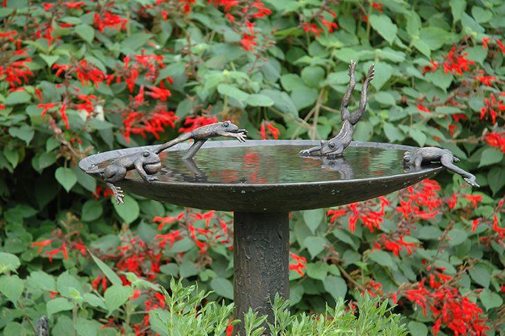 Love interesting bird baths.