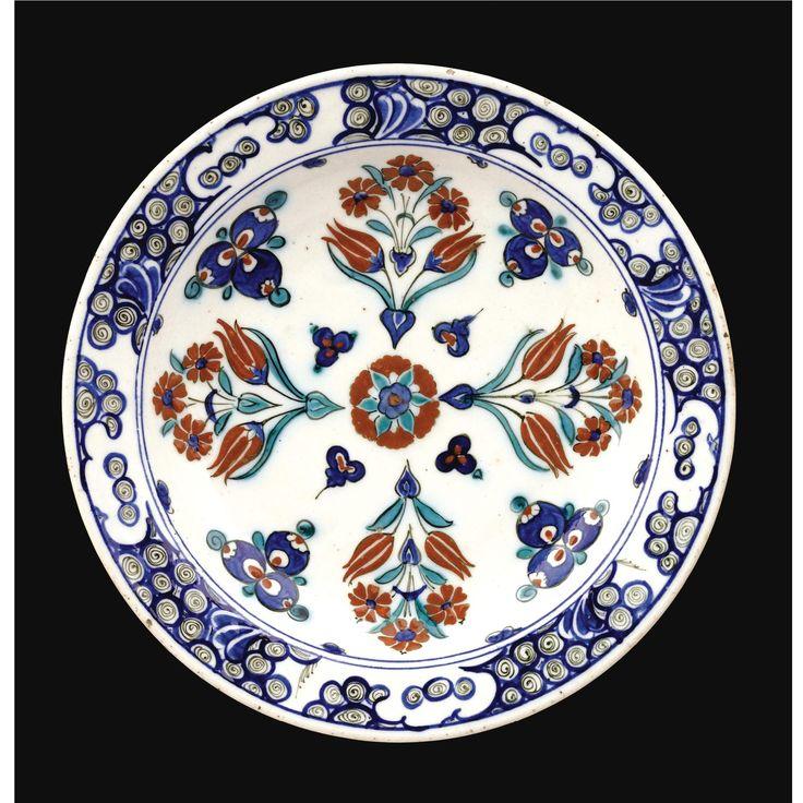 An Iznik Polychrome Cintamani Dish, Turkey, circa 1580 | Lot | Sotheby's