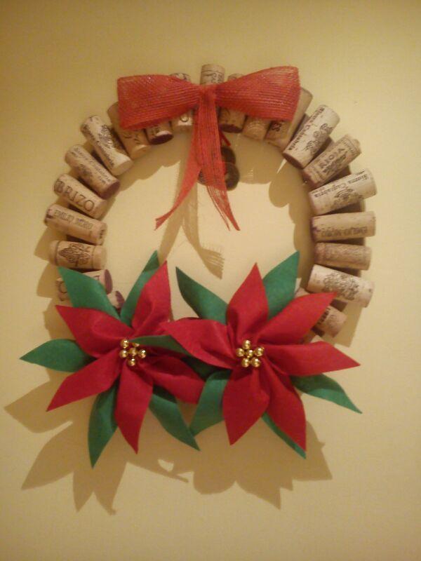 Decoracion navidad corona navide a con corchos flores de - Coronas navidenas de fieltro ...