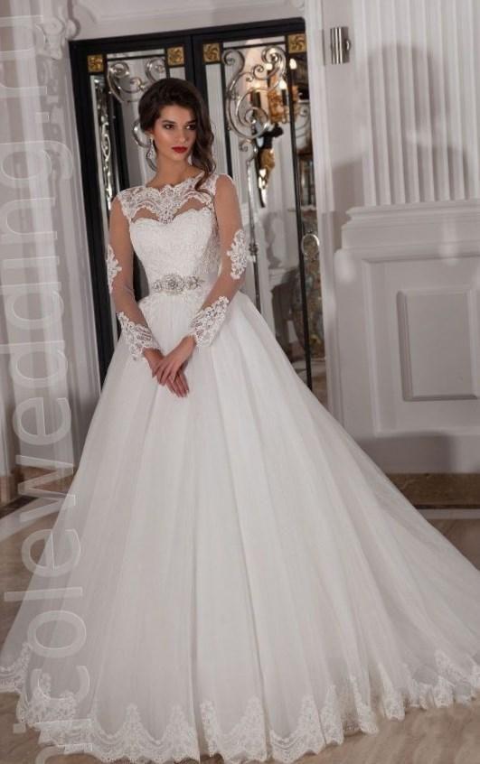 Свадебные  белые пышные с рукавом
