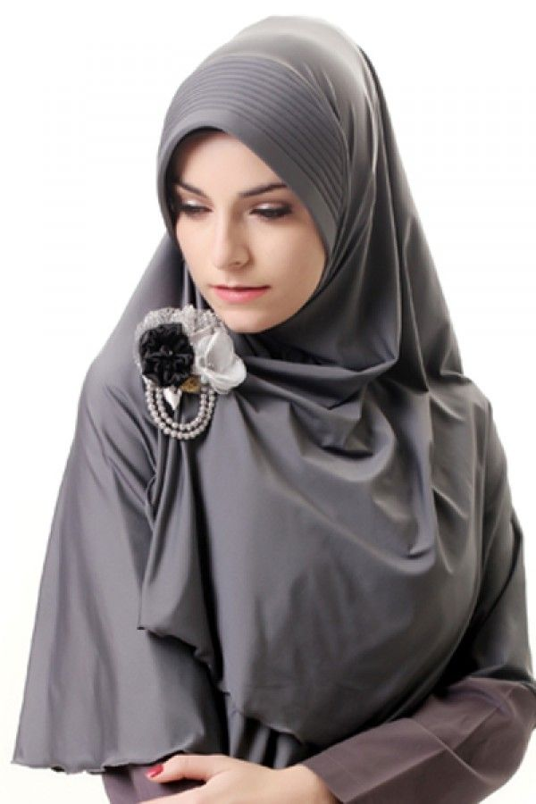 Azka Hijab B02 - Abu abu Rp. 79.000 Bahan : Spandex. Variasi : Bergo panjang model belah depan, Dengan sisi kanan depan lebih pendek dari yang kiri sehingga mudah di kreasikan sesuai selera. Cocok digunakan untuk acara santai maupun formal stylish dan tetap syar'i, TIDAK TERMASUK BROS. Ukuran : Menutup Perut (panjang dari dagu sampai bawah 65 cm.) Informasi & Pemesanan: sms/wa 0823 2838 4495 / 0888 683 2410 Temukan koleksi kami lainnya di www.butikkhalila.com