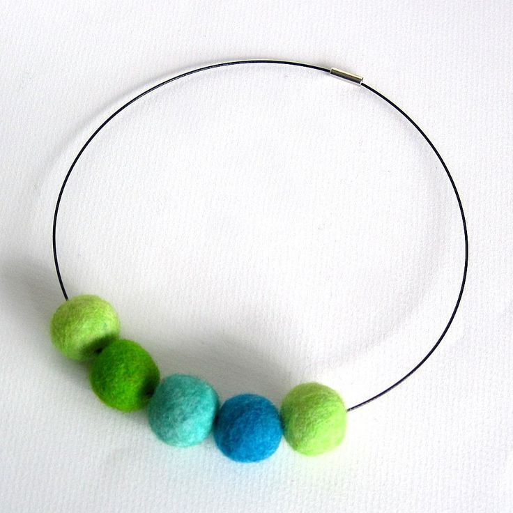 summer necklace, felt ball jewelry,  felt necklace, chunky necklace, spring fashion, felt jewellery, green necklace