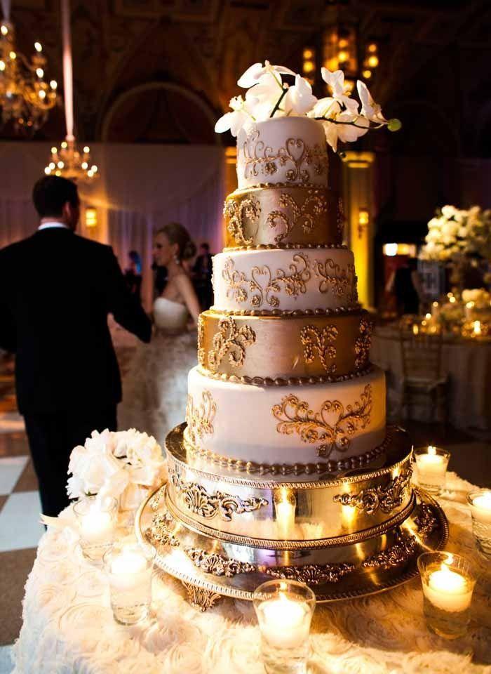 Glamorous gold layered wedding cake #wedding #gold #goldwedding #cake #glamwedding