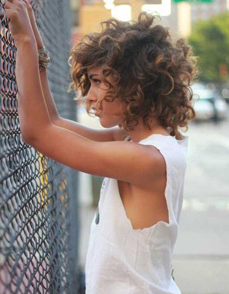Coupe de cheveux cheveux bouclés automne-hiver 2016 - Cheveux bouclés : quelques idées de coiffures pour les sublimer - Elle