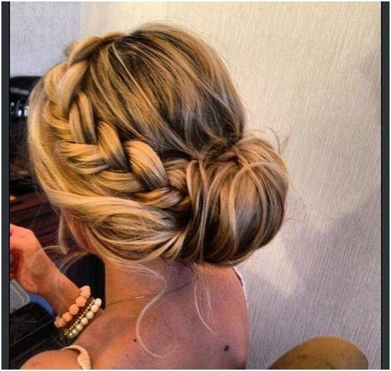 Simple Bun Updos Pairs with Loose Braid: Prom Hairstyle