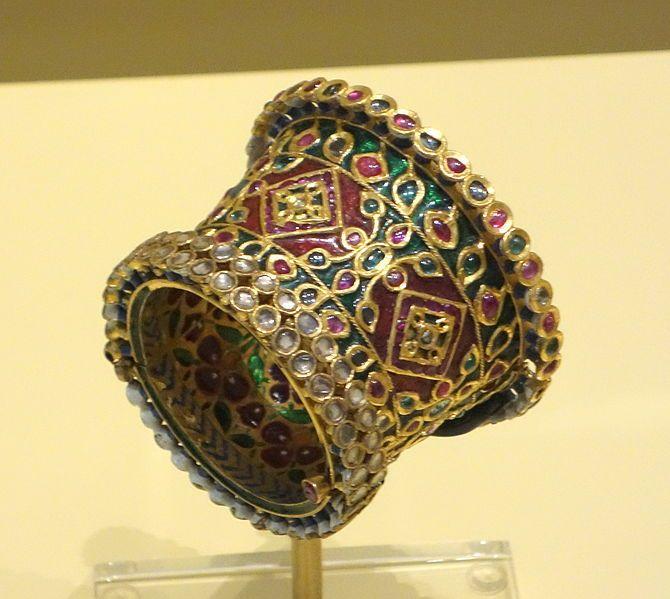 File:Bracelet, North India, Mughal period, 18th-19th century, gold, diamonds, rubies, emeralds, enamel - Royal Ontario Museum - DSC04557.JPG