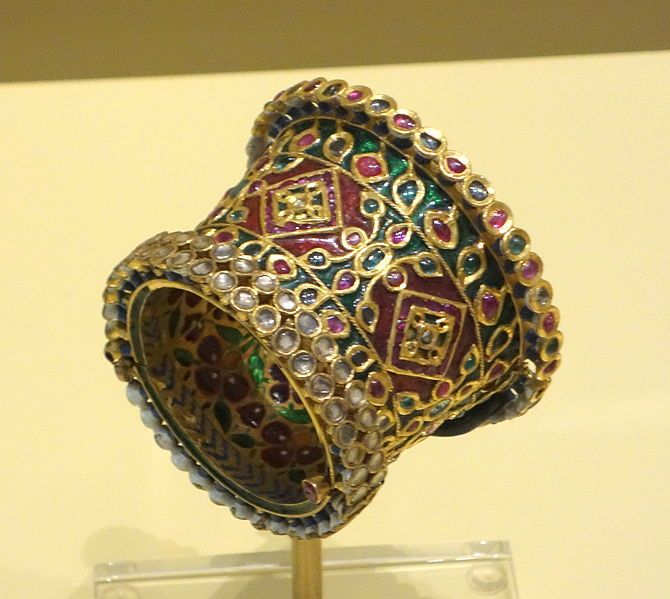 File:Bracelet, North India, Mughal period, 18th-19th century, gold, diamonds, rubies, emeralds, enamel - Royal Ontario Museum - DSC04557.JPG