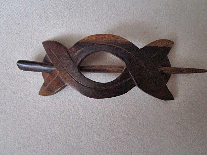 Haarspange Twister Aus Holz Von Hand Geschnitzt Verschluss Mit Einem Holzstab Dies Ist Eine Besonders Haarschonende Verschlusst Haarspangen Holz Holzschmuck