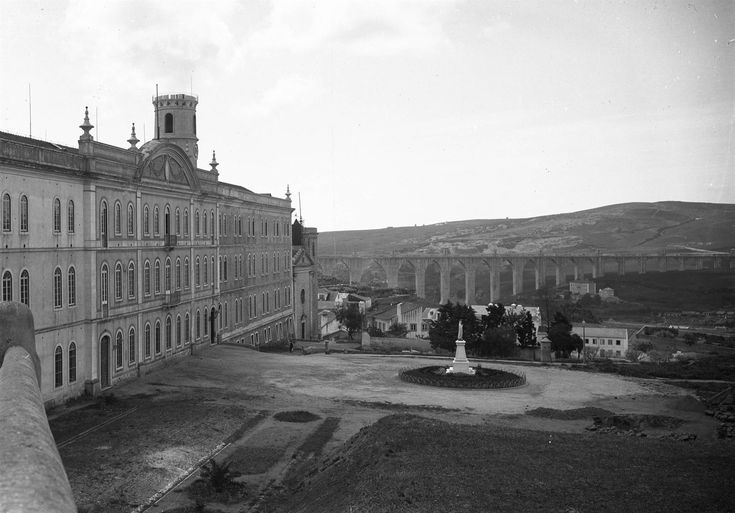 Colégio de Campolide e panorama do aqueduto das