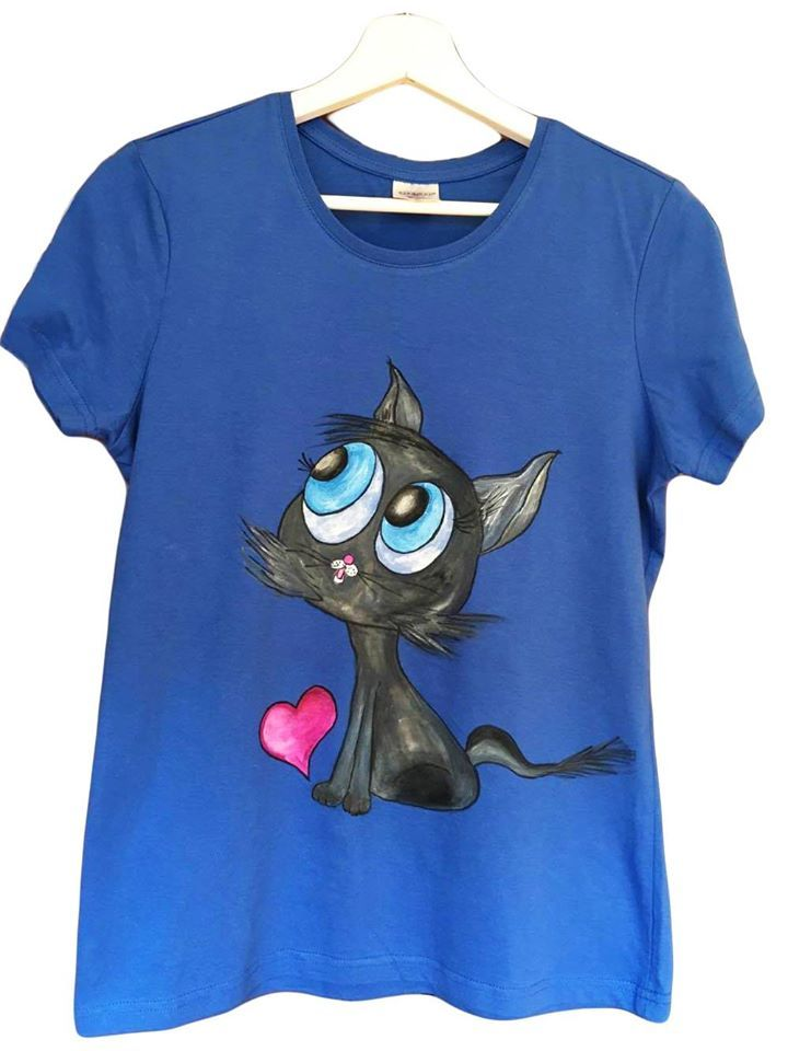 Handmade T-shirt Cat  This T-shirt is suitable for all women, the material is 100% cotton and it's painted manual with quality and non toxic paint, which is also permanent. You can wash it in the washing machine or manually at 30 Celsius degrees.