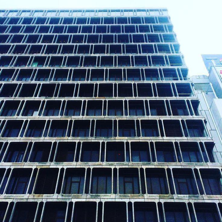 池袋東武百貨店ってこんなにカッコ良かったんだ  #domiビルヂング #ビル #いい窓 #ブルータリズム #池袋 #東武百貨店 #池袋東武 #百貨店 #brutalism #building #brutal_architecture #tokyo #japan by domitomi555
