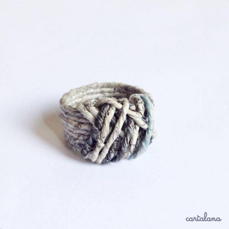 """""""Rebus"""", anello in carta filata a mano : Anelli di cartalana"""