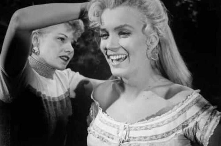 Marilyn Monroe Tommy Gun: River Of No Return Images On Pinterest