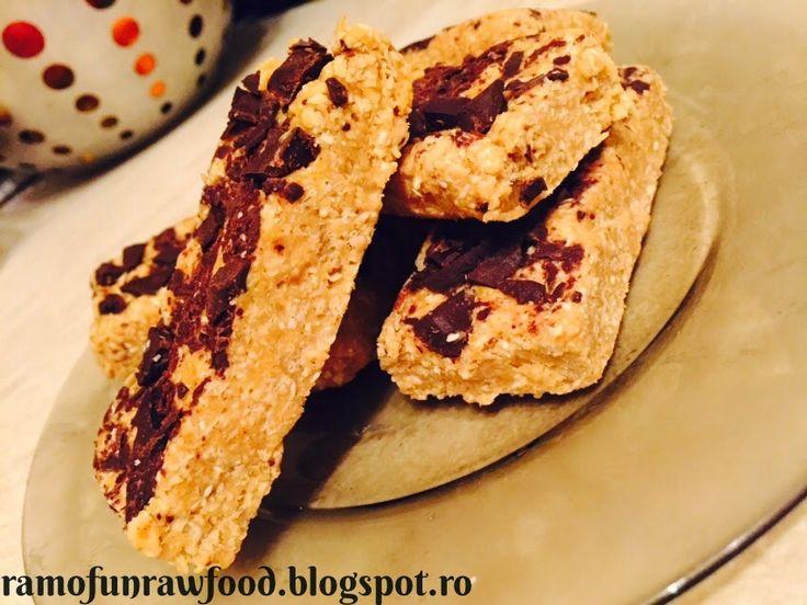 RaWmona Healthy Food and Happy Life: Batoane raw energizante cu unt de arahide