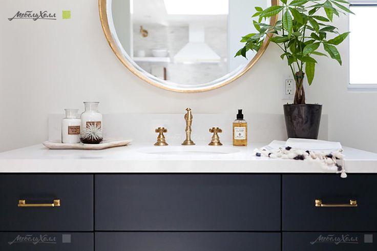 Мебель для ванной темно-синего цвета в классическом стиле