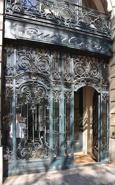 melusineh:  68 avenue des Champs-Élysées, built in 1914 for perfumers Jacques and Pierre Guerlain.