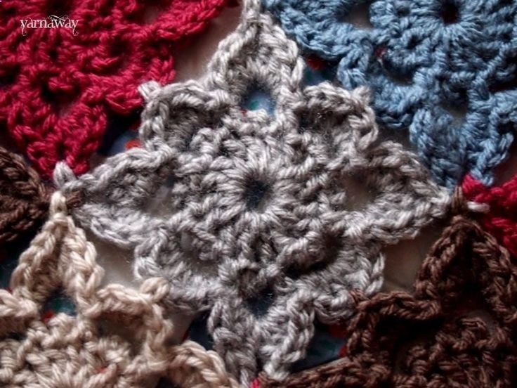 Free Crochet Pattern...lovely square that looks almost like a flower. Pattern…