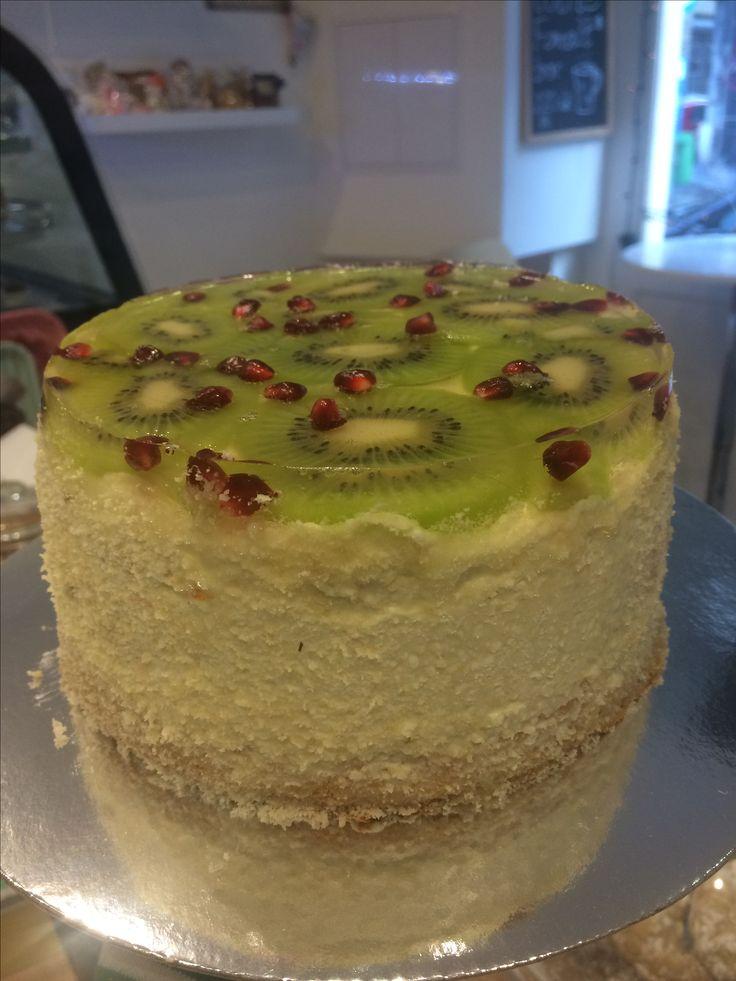 Gluténmentes, cukormentes kivis gránátalmás szülinapi torta 🎂