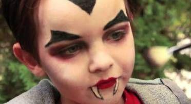 mais-de-50-inspiracoes-para-pintura-facial-em-criancas_make-vampiro