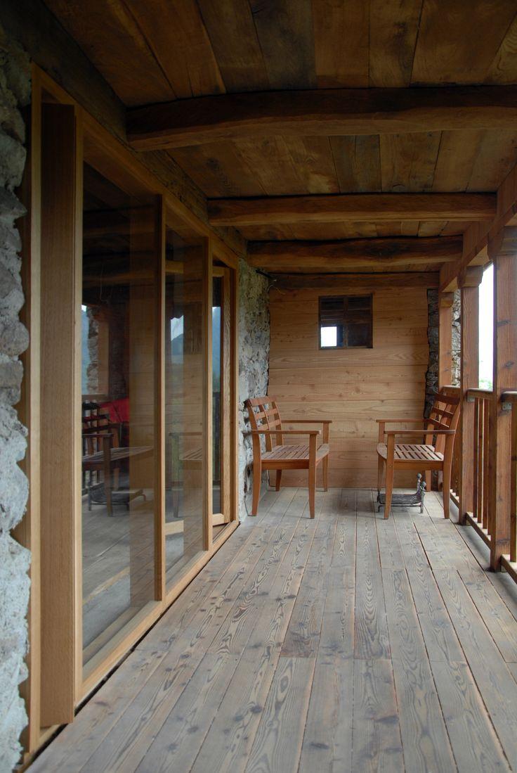 Chalet third floor loggia oak windows larch floor and for Chalet flooring