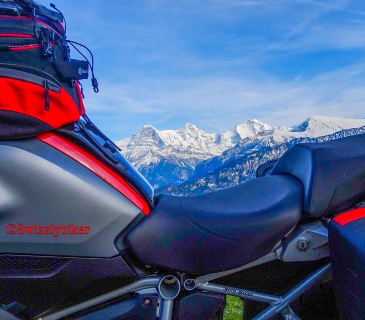 Guten Morgen Welt! Good morning bikers! Good morning bikerfriendly people! Good morning motorcycle-tourguides! #goodmorning #gutenmorgen #bonjour #buongiorno #buenosdias #eigermönchjungfrau #dreigestirn #bmwr1200gs #gs1200 #motorrad #motorcycle #motofoto #eiger #mönch #jungfrau #tourguide #swiss #alps #mountains #instamotogallery #instagood #instapic #jungfrauregion #iphone7plus #lightroommobile #scenery #view #panorama