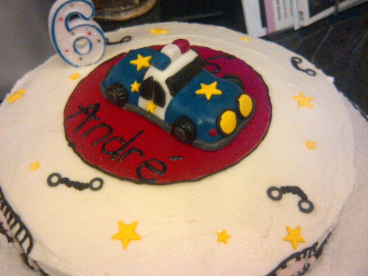 Police themed cake - fondant police car