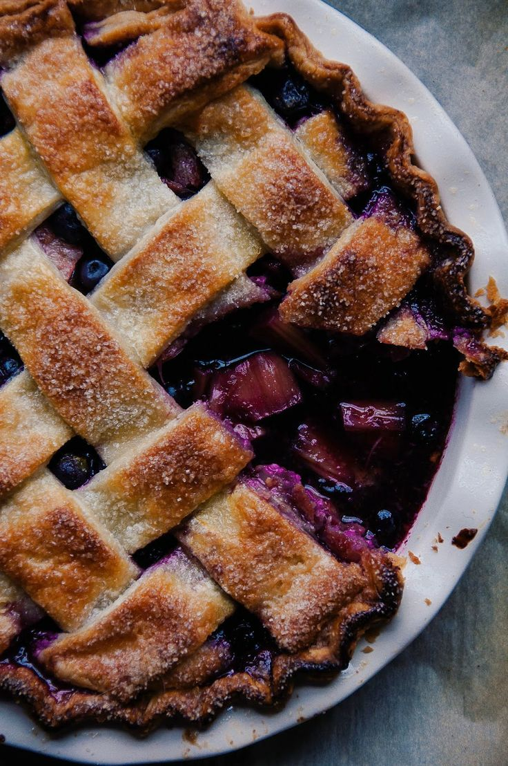 Blueberry Rhubarb Pie | Hint of Vanilla