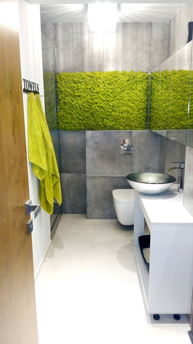 Mech doskonali zdobi każde wnętrze. Zdjęcie przesłane przez zadowolonego klienta, który samodzielnie wykonał montaż mchu w swojej łazience.