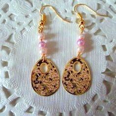 Boucles d'oreille fantaisie dorées estampe ovale fleurs roses sur fond noir@laboutiquedenath