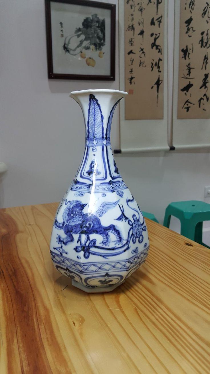 Octagonal bottel vase of pear shape, decoreted in underglaze blue and white. Ming dynasty