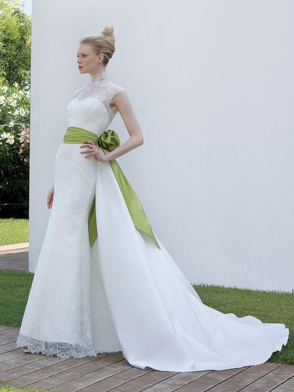 Elisabetta Polignano - abito da sposa con un tocco di verde  http://elisabettapolignano.com/