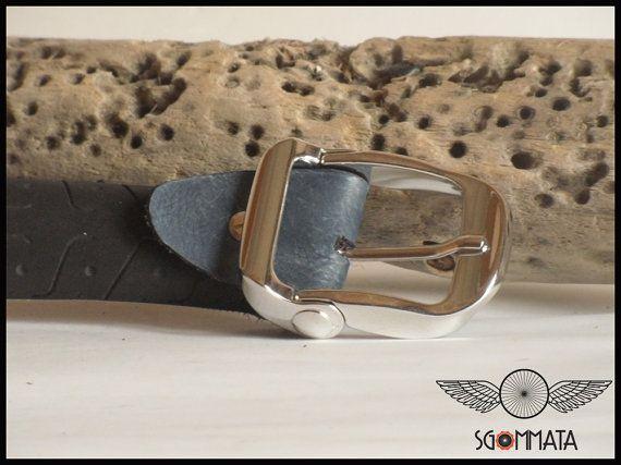 Cintura in copertone di bicicletta // fibbia metallo di Sgommata