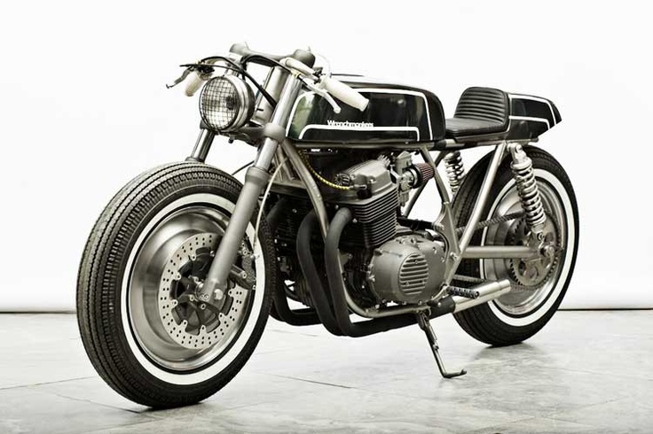 Just love the clean cafe racer style!