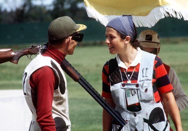 Susan Nattrass du Canada (droite) participe à l'épreuve de tir aux Jeux olympiques de Montréal de 1976. (Photo PC/AOC)
