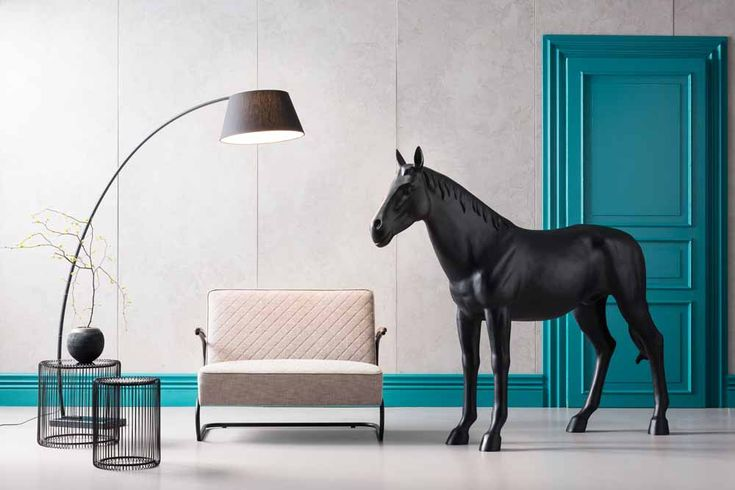 What about a horse in your home? #horse #black #modern #stylish #blue #loveseat #lamp #wire #bluedoor #colour #fashion #somethingspecial #design #kare #karedesign