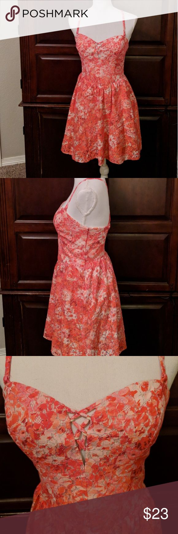 """Guess dress size 6 In excellent condition. Side zipper and lined. Shades of orange, red and white.  Size 6 Length from top of shoulder 32"""" Arm pit to arm pit 30""""  *Free from rips and frays *Comes from a smoke free home *Depending on time of purchase, items will be shipped out same or next day.  Thank you for looking! Guess Dresses"""