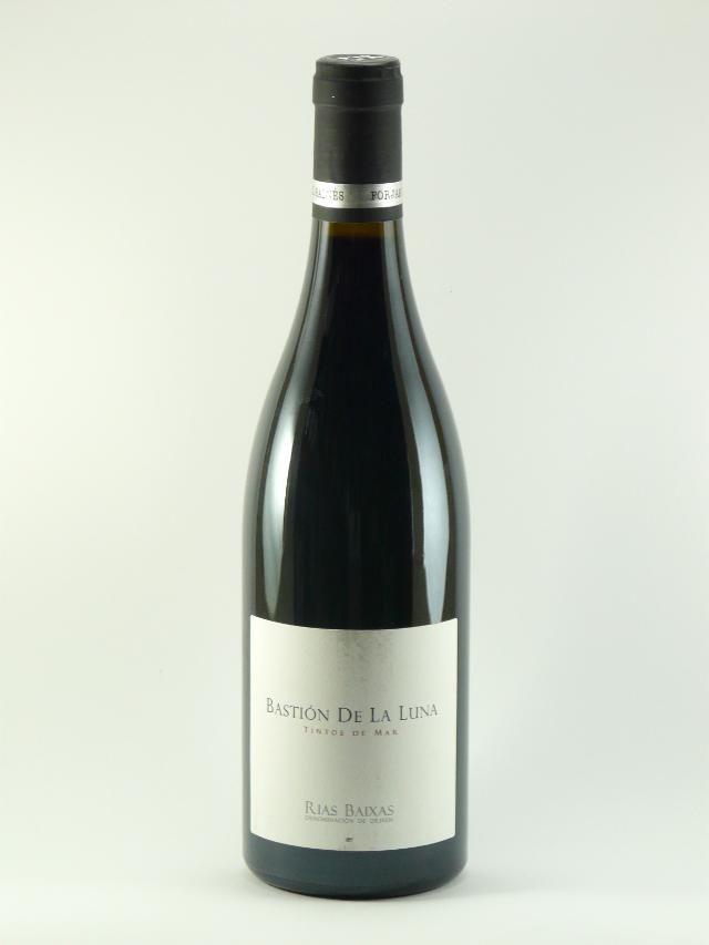 Bastión de luna 2012 es un vino de la D.O. Rías Baixas elaborado por Raúl Pérez con un corte atlántico. Vino muy fresco, ligero y largo. Precio: 12,95 euros