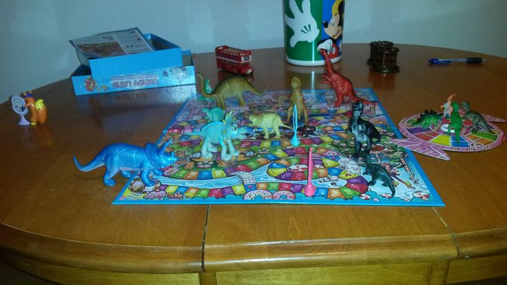 November 6, 2014: The dinos try to figure out Candy Land, but Swiper decided to just swipe one of the pieces.