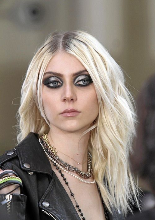 210 best images about The Harpy on Pinterest | Gothic art ... Taylor Momsen